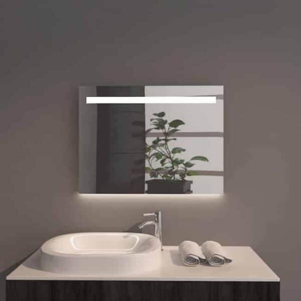 Badkamerspiegel Emby 80x60cm geïntegreerde LED Verlichting Verwarming Anti Condens Touch Lichtschakelaar Dimbaar sfeerfoto vooraanzicht